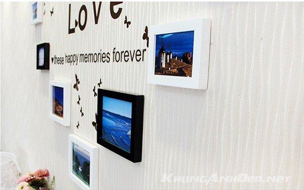 Bộ khung kết hợp trắng đen cộng với decal dán tường chứ Love mang lại cảm giác lãng mạn hơn