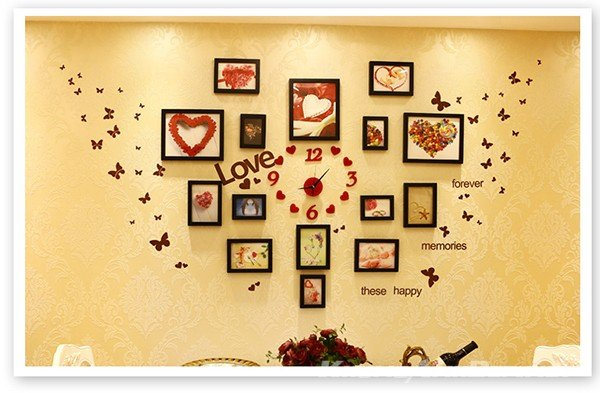 Bố trí hình trái tim hạnh phúc với đồng hồ ở giữa