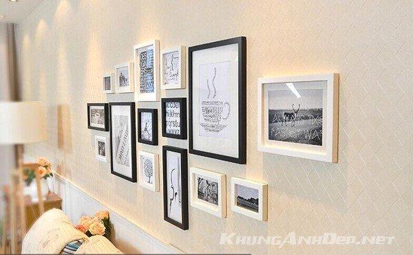 Bộ 15 khung ảnh kết hợp khung viền trắng và khung viền đen mang tới vẻ sang trọng cho không gian phòng khách